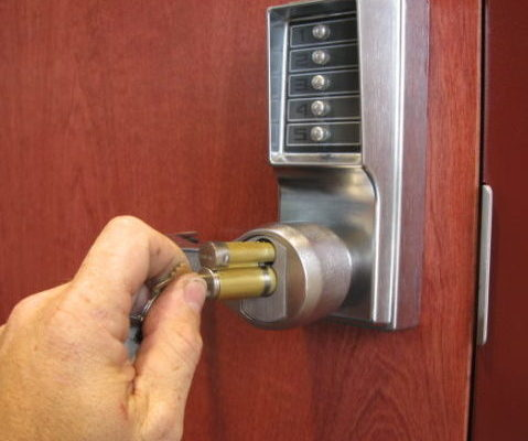 Pushbutton-lock-able